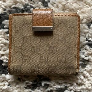 Vintage Gucci wallet w/coin pocket 100% Authentic